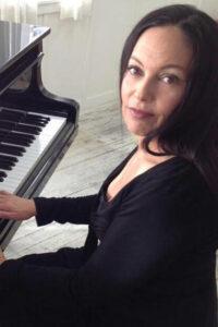 Photo of Jill Cohn at the piano.